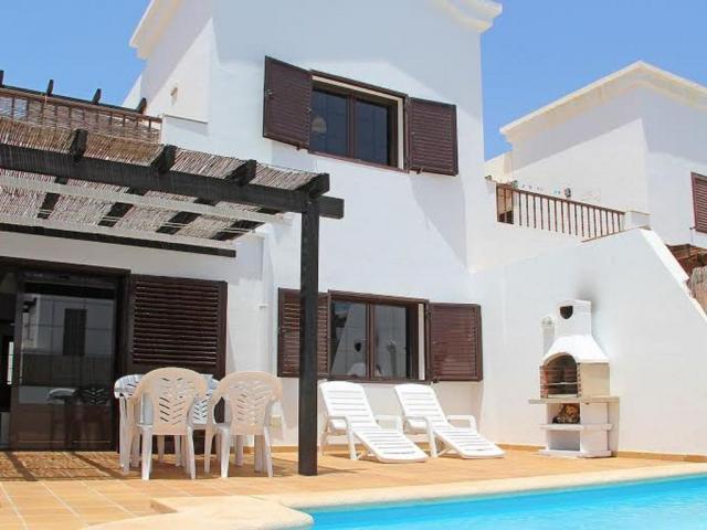 2 bedroom 2 bathroom holiday villa in Playa Blanca Lanzarote. Private heated pool, free WI-FI and Parking.