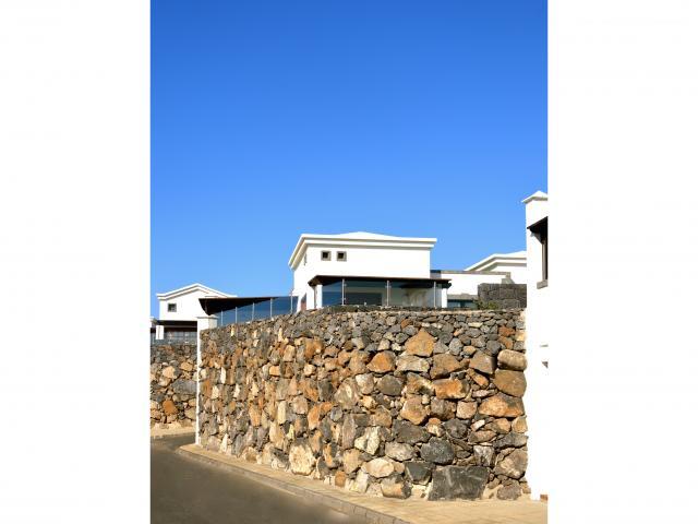 elevated garden and villa living space  - Villa Aroca, Playa Blanca, Lanzarote