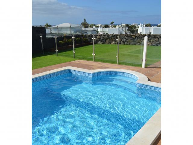 Shallow End for less confident swimmers - Villa Aroca, Playa Blanca, Lanzarote
