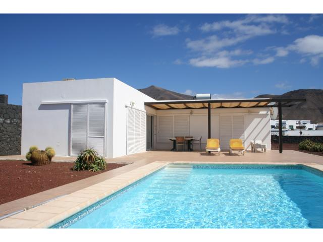 Big *mts x 4 mts pool not overlooked! - 3 bed villa Los Coloradas, Playa Blanca, Lanzarote