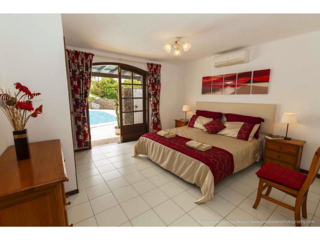 The master bedroom with en suite - Villa Charlotte, Playa Blanca, Lanzarote
